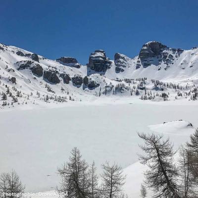 Le Lac d'Allos sous la neige